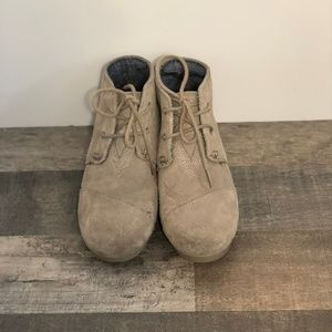 TOMS Girls Sz 2 Desert Taupe Suede Lace Up Wedge